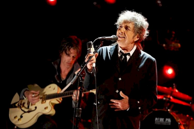Bob Dylan accused of sexually abusing a 12-year-old girl in 1965